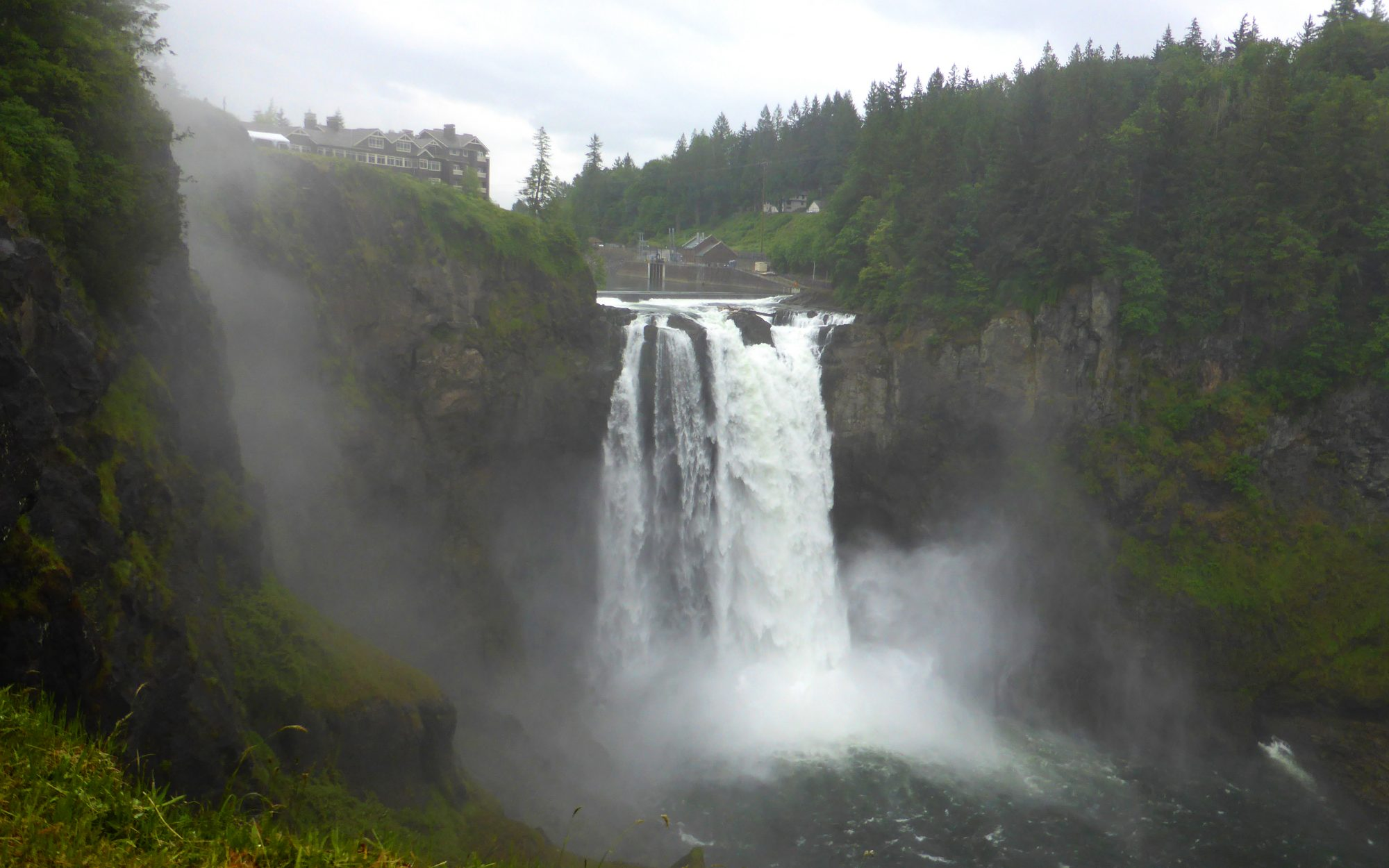 TWINPEAKS0715-salish-lodge-waterfall.jpg