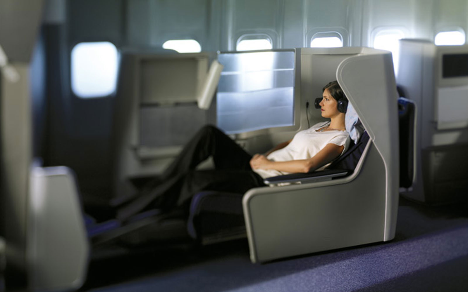 The 13 Best Aircraft Cabin Innovations Ever: The Full-Lie-Flat Bed