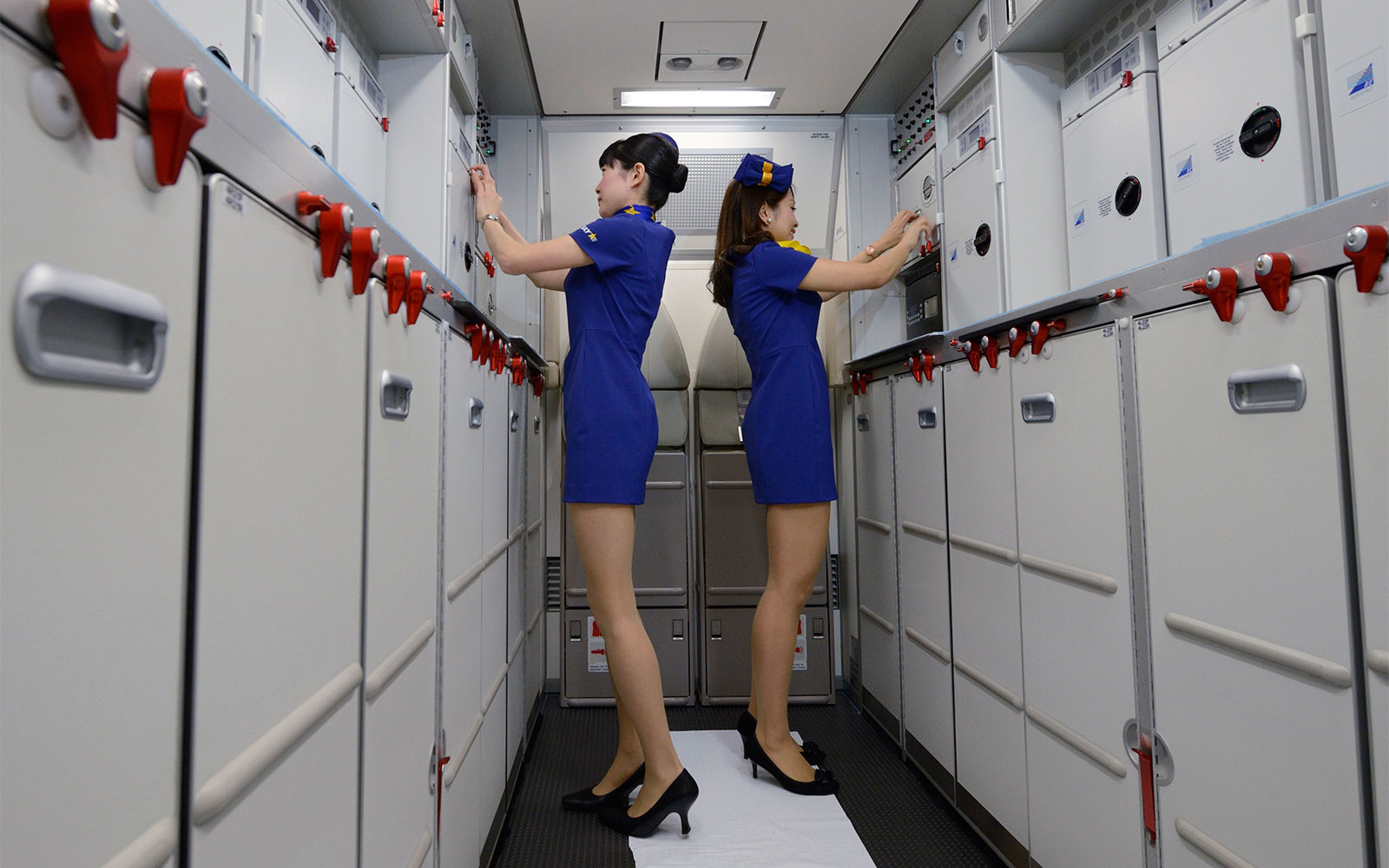 The 13 Best Aircraft Cabin Innovations Ever: The Onboard Boutique