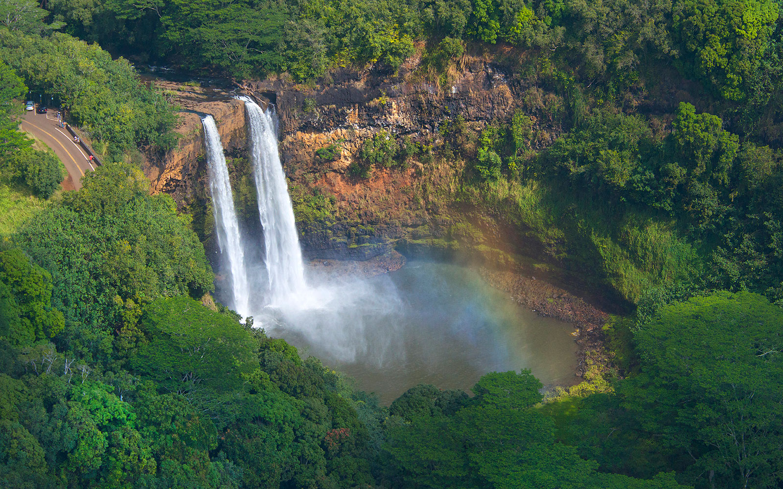 10 Honeymoons for the Adventurous Couple: Hike the north coast of Kauai