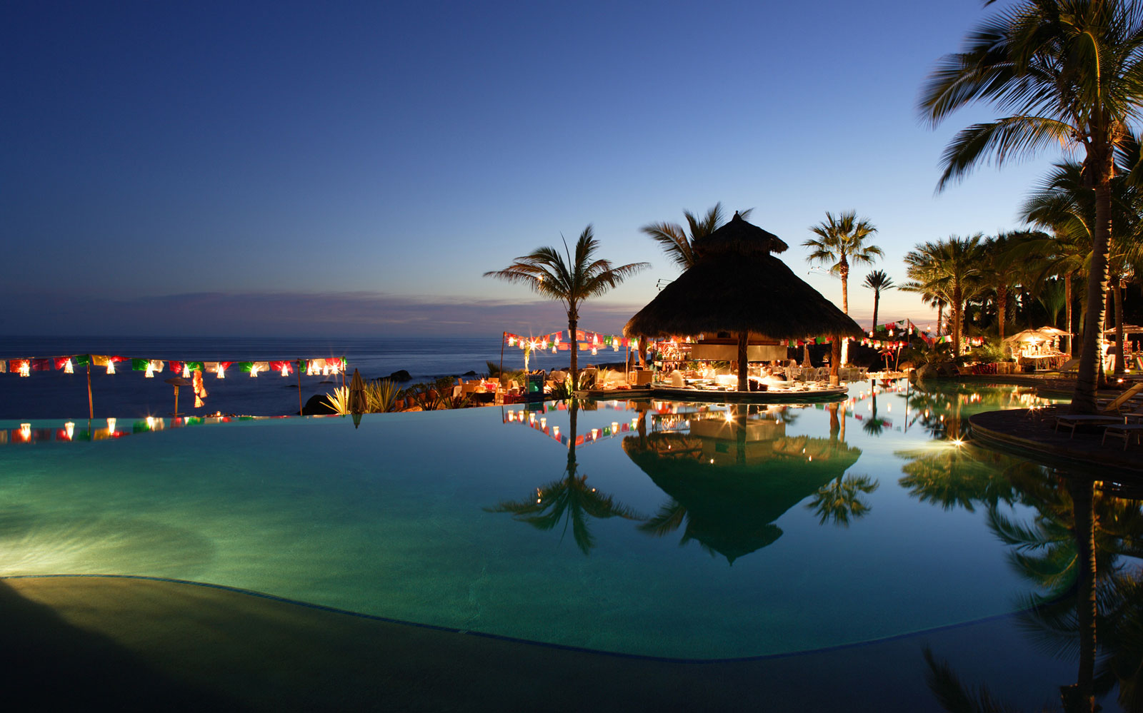 Chill Out at the World's Coolest Swim-Up Bars: Esperanza Swim-up Bar in Cabo San Lucas, Mexico