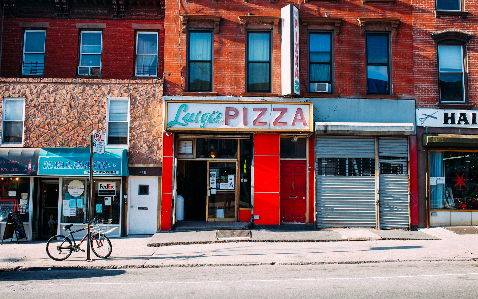 Take a Tour of New York's Old-School Pizza Joints in this New Book