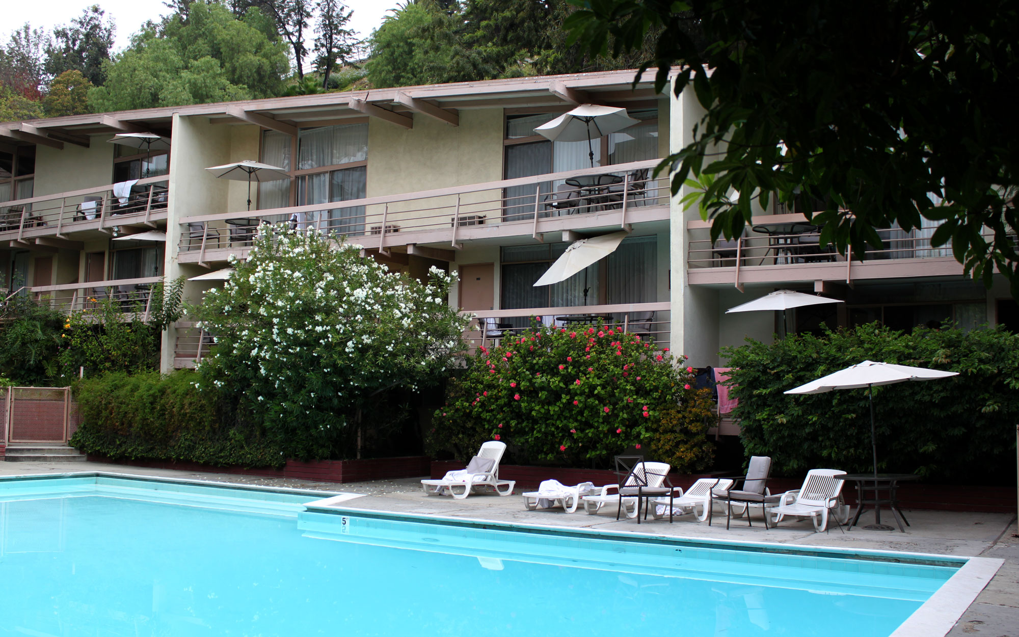 Hotels Haunted by Celebrities: The Highland Gardens in Los Angeles, California