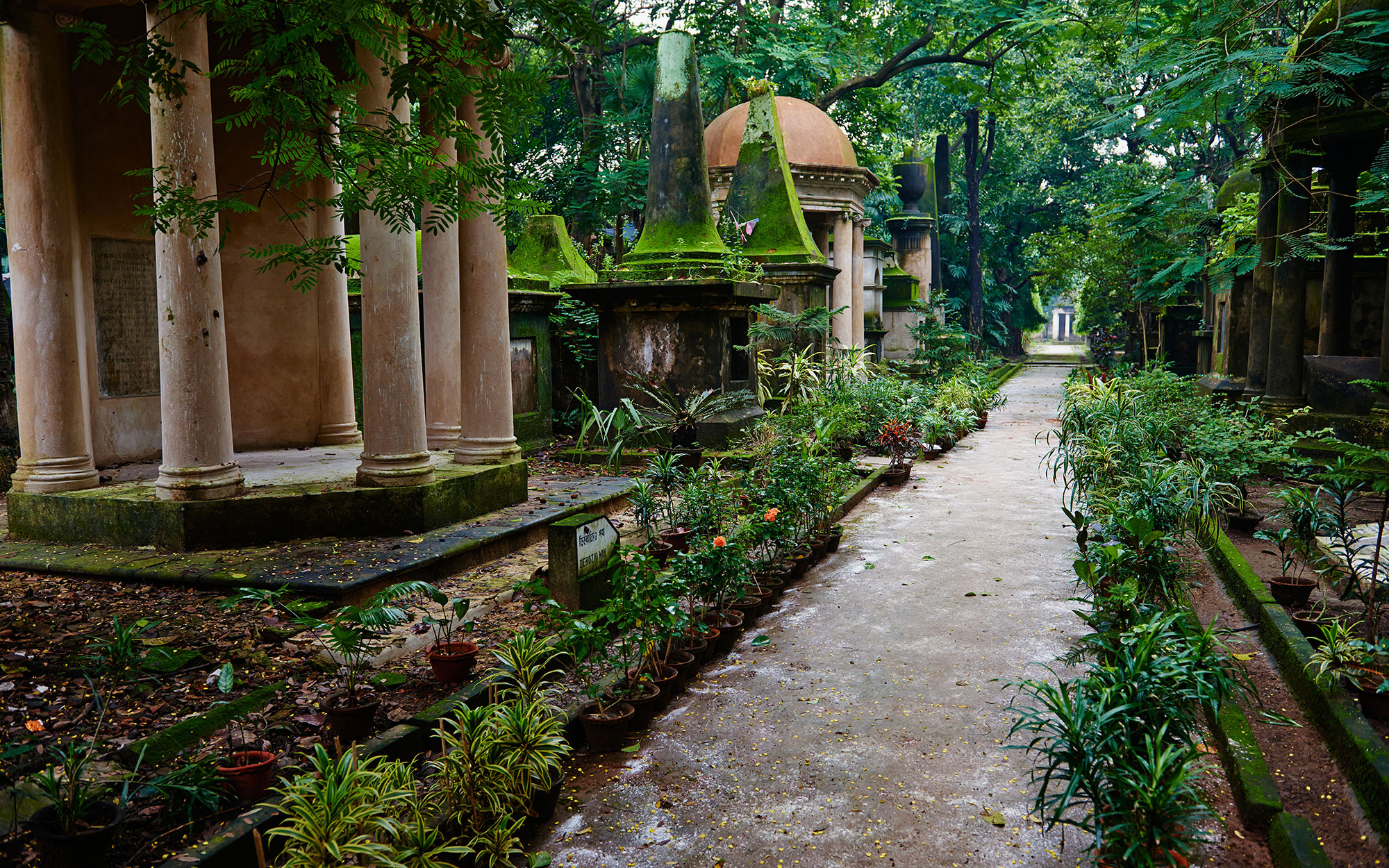 World's Most Beautiful Cemeteries: South Park Street Cemetery, India