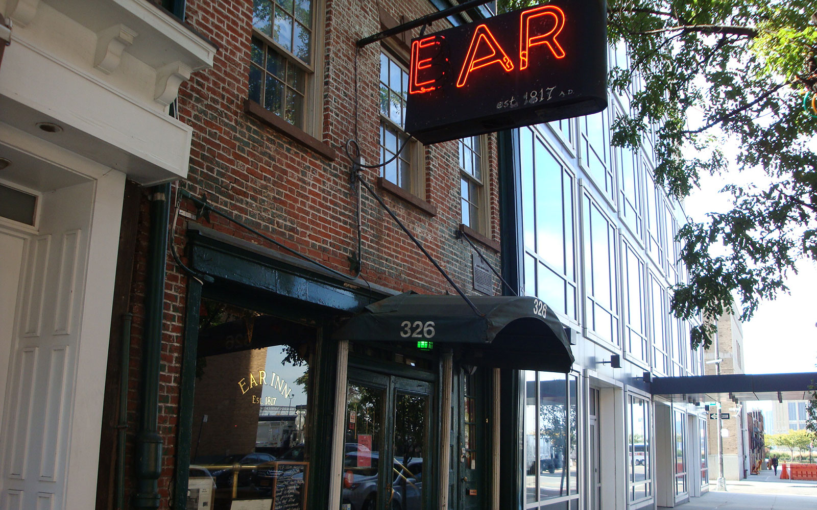 Best Old Restaurants and Bars in NYC: Ear Inn