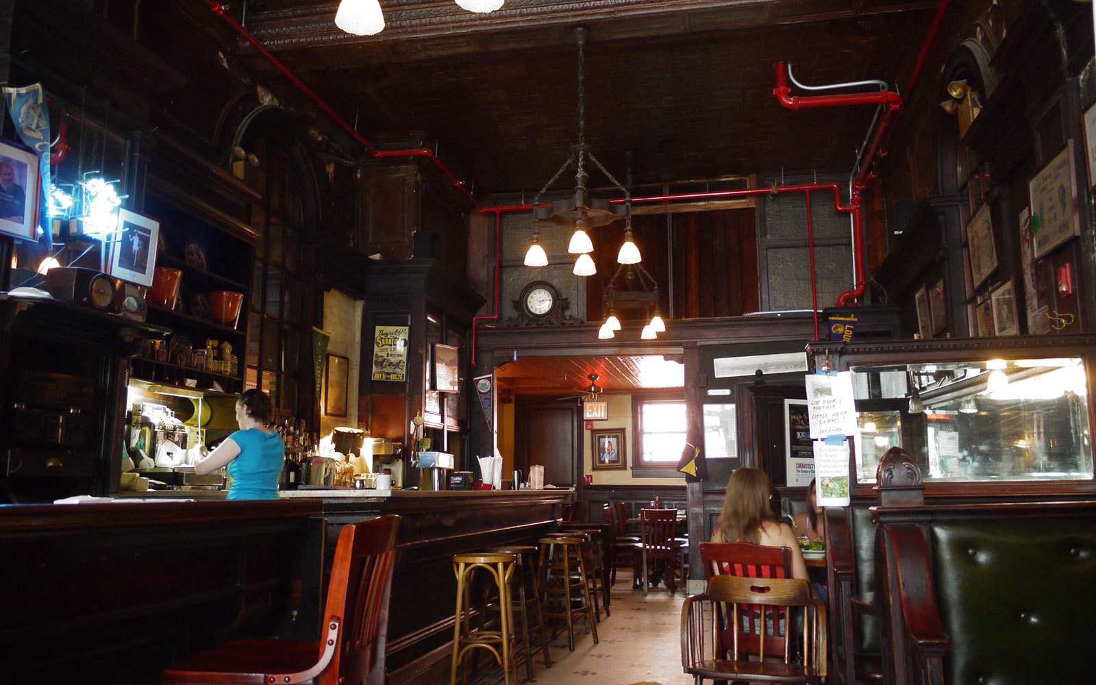 Best Old Restaurants and Bars in NYC: Old Town Bar