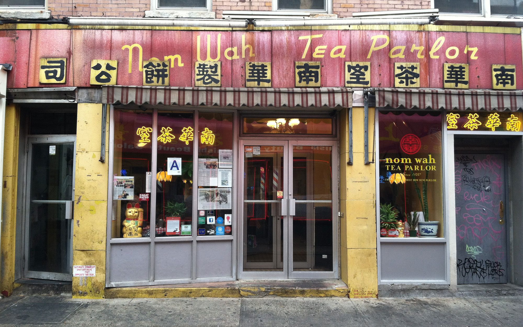 Best Old Restaurants and Bars in NYC: Nom Wah Tea Parlor