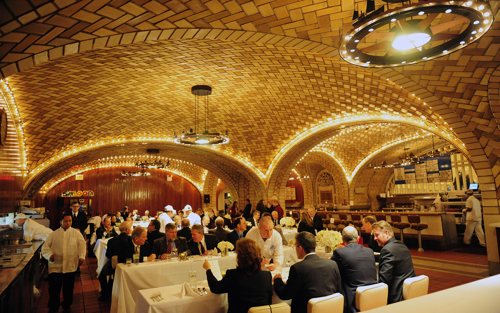 Best Old Restaurants and Bars in NYC: Grand Central Oyster Bar