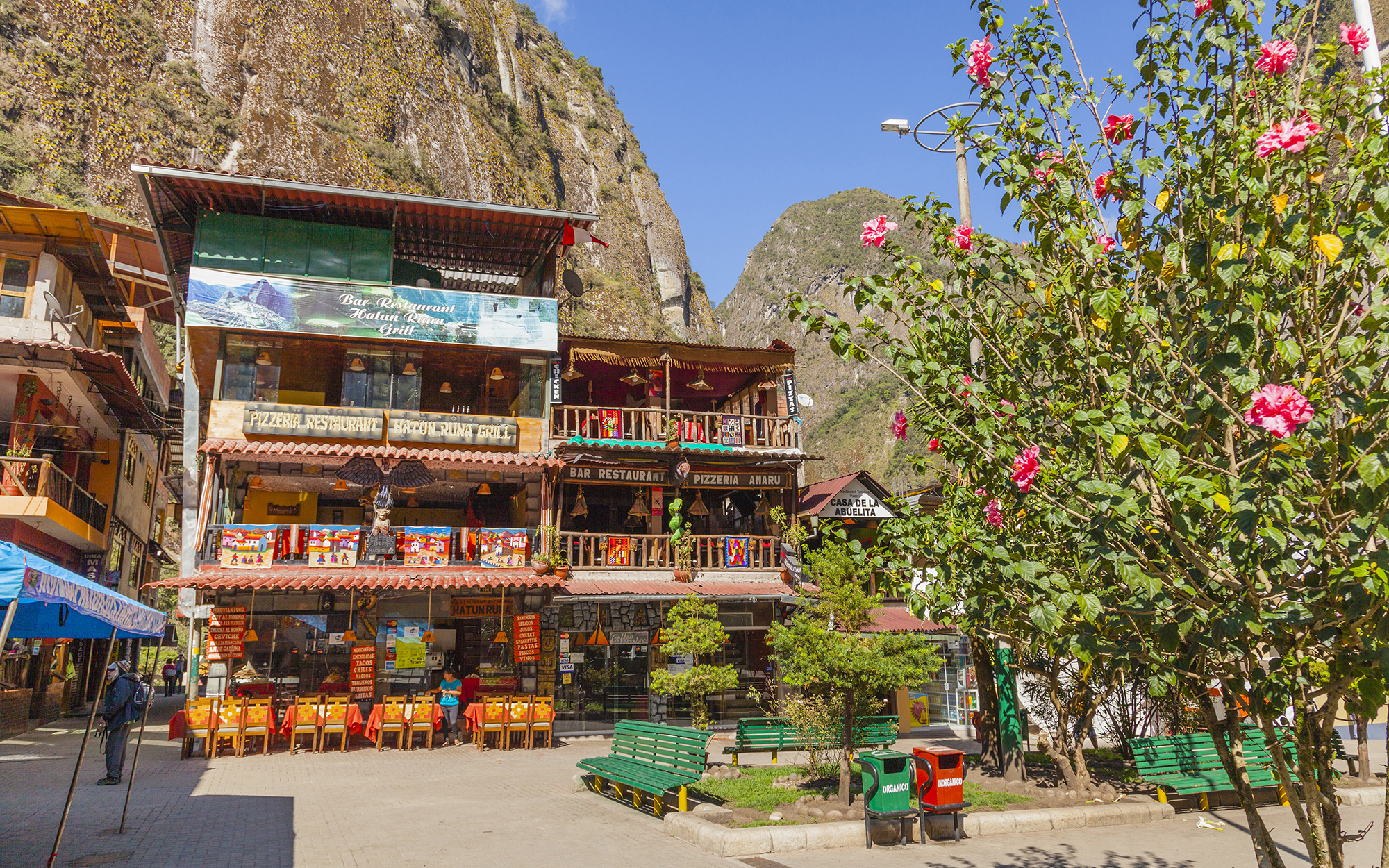 Peru, Machupicchu-Peru, Traditional restaurant and mountains in background. (Photo by: JTB/UIG via Getty Images) (Photo by: JTB Photo/UIG via Getty Images)