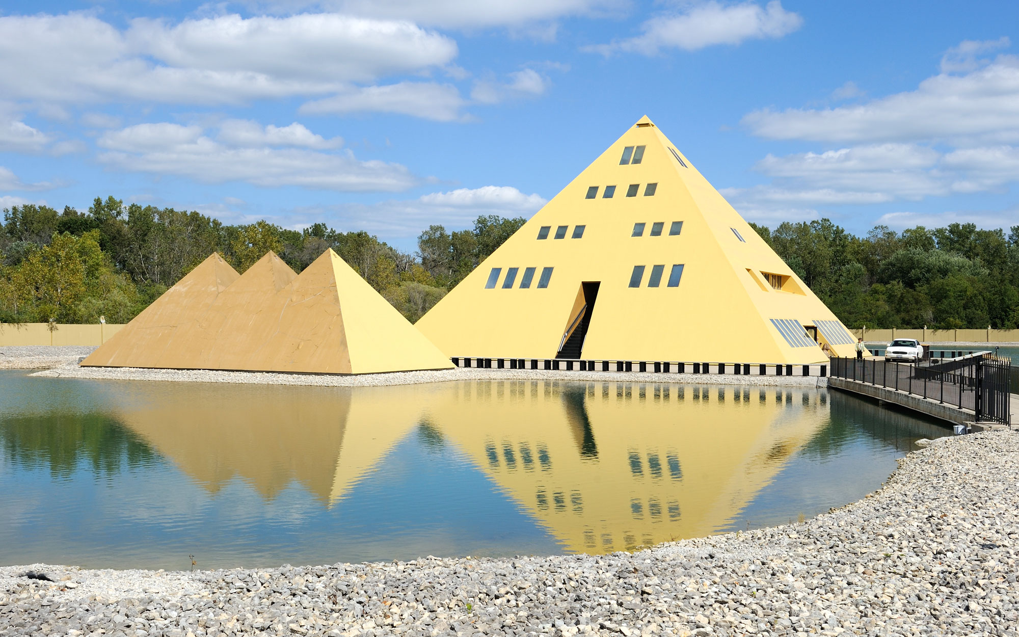 Weirdest Roadside Attractions: Illinois: Gold Pyramid House