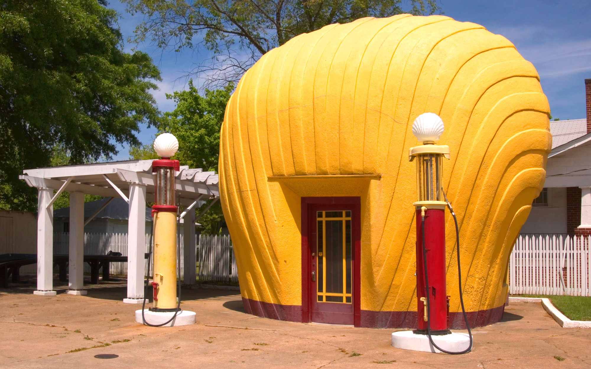 Weirdest Roadside Attractions: North Carolina: The last Shell Oil Clamshell station