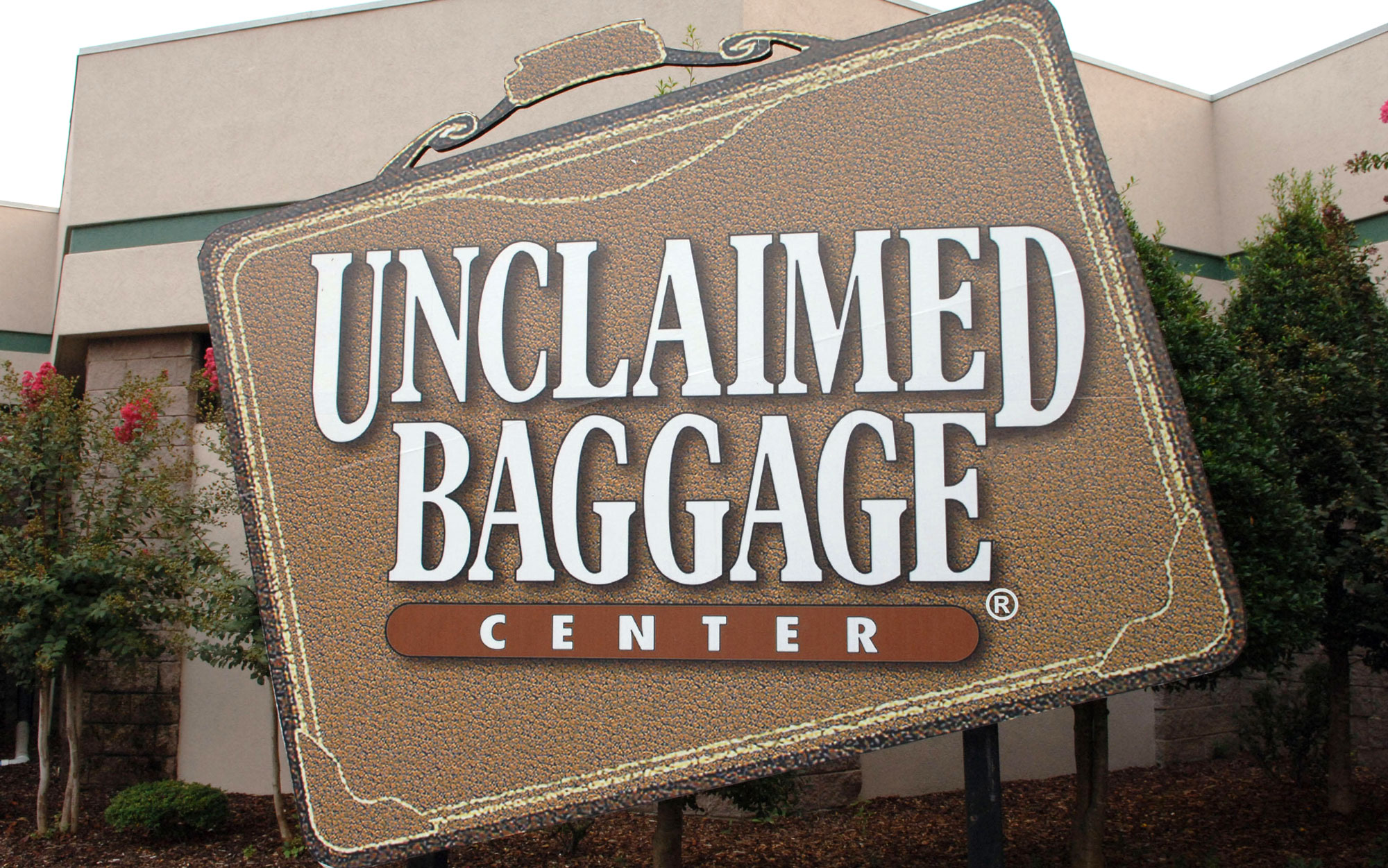 Weirdest Roadside Attractions: Alabama: Unclaimed Baggage Center