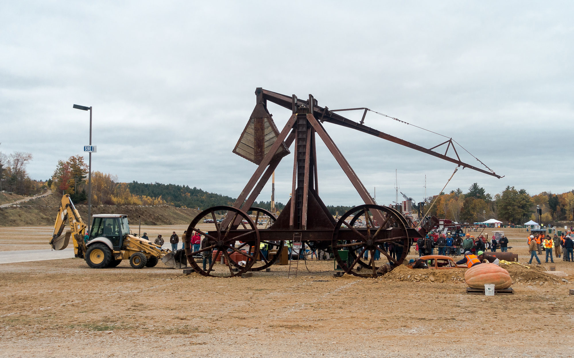 Weirdest Roadside Attractions: New Hampshire: Yankee Siege Catapult