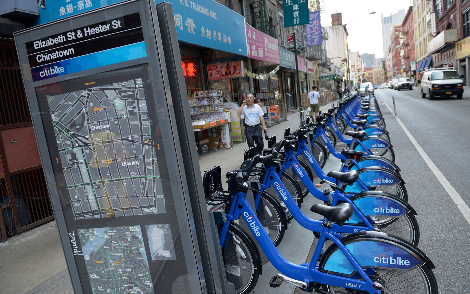 DRH8RK Chinatown Citibike (bike sharing) stand, New York