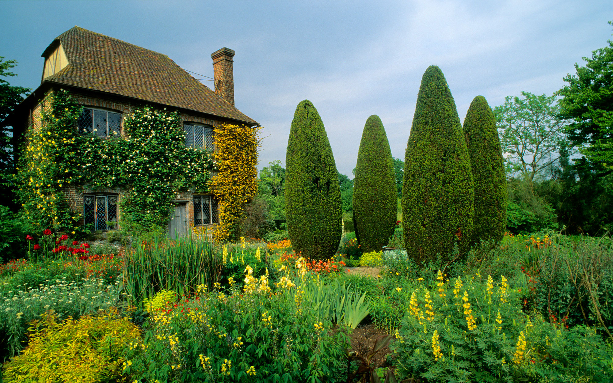 Things to Do in England: Marvel at Sissinghurst Castle Garden