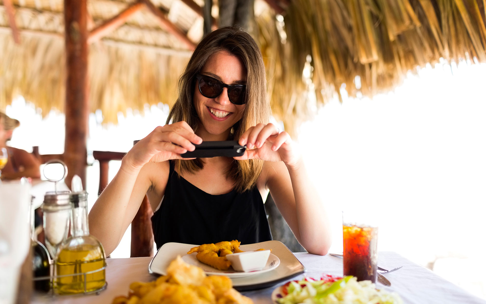 Hacks for Mastering Solo Travel: Find mealtime entertainment