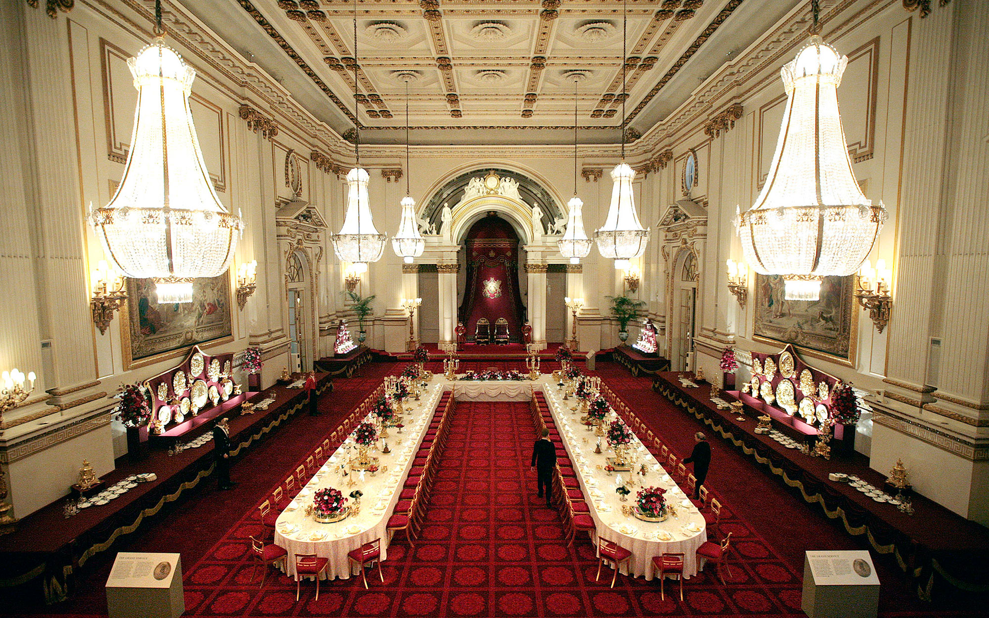 The Ballroom of Buckingham Palace set up for a State Banquet is pictured in London, on July 25, 2008. For the first time ever, visitors to Buckingham Palace will experience the spectacle of the Ballroom set up for a State Banquet. Held in honour of a visi