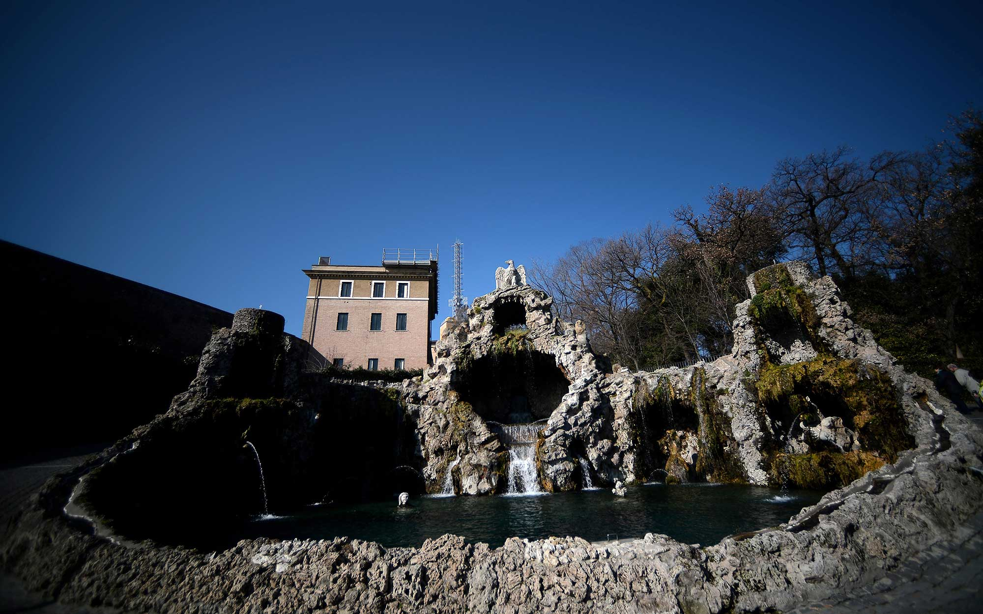 12 Roman Fountains That Will Make You Want to Book a Flight: Fontana dell'Aquilone