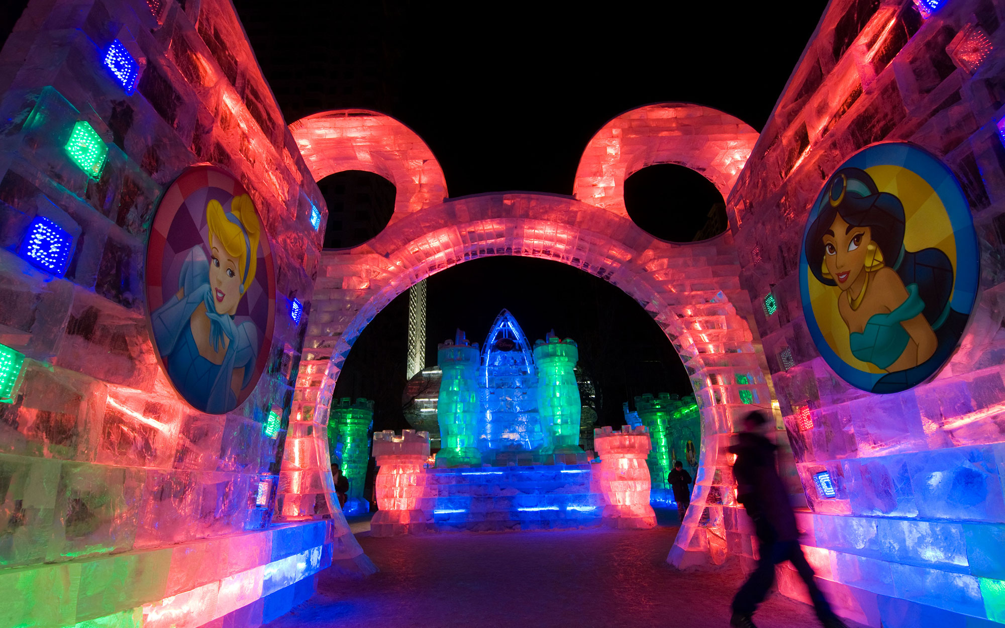 B93PBN Entrance in the shape of Mickey Mouse at the Ice Sculpture Festival sponsored by Disney at Harbin, China 2009