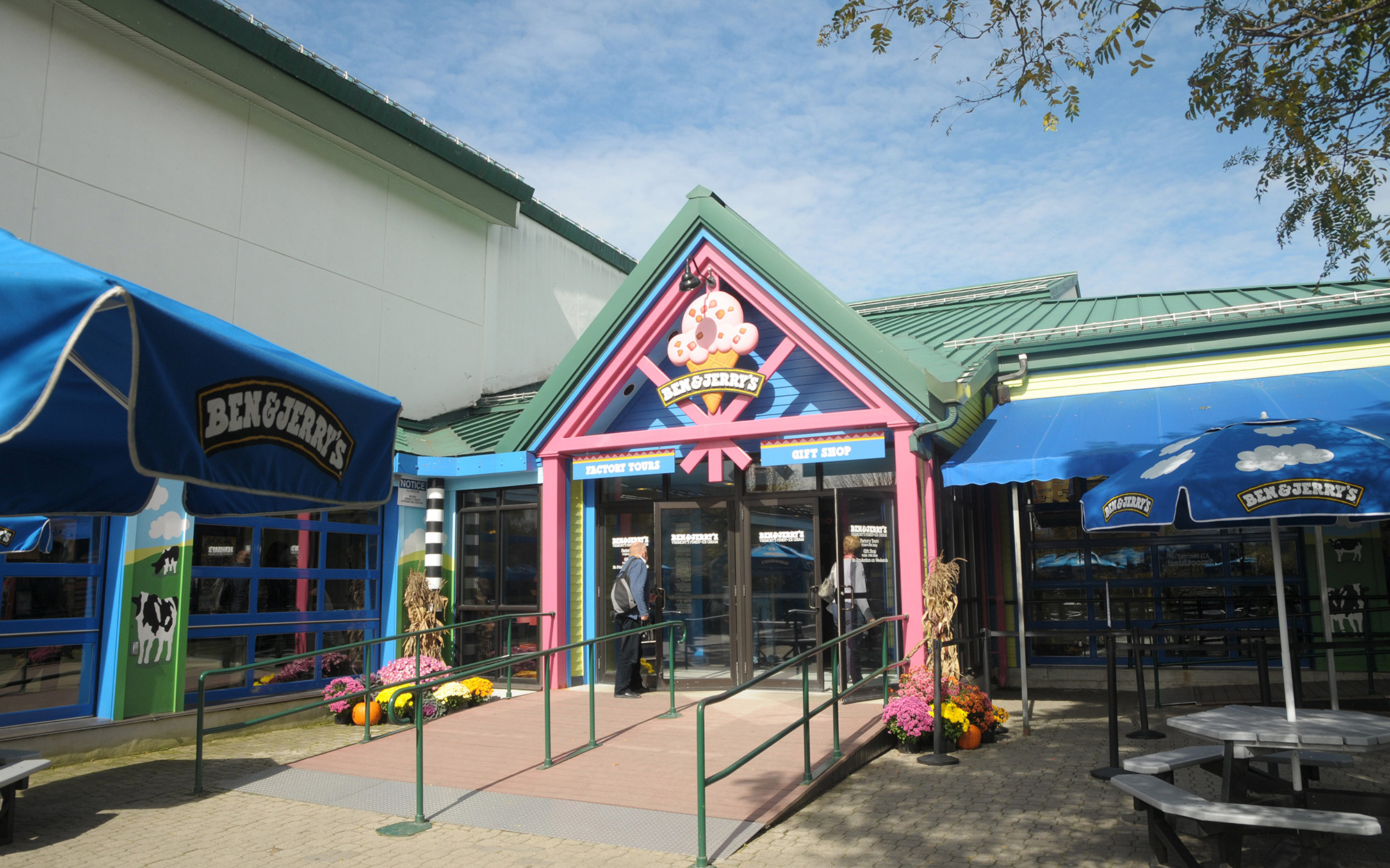 Ben and Jerrys Ice Cream Store, Waterbury, Vermont. (Photo by: Universal Images Group via Getty Images)