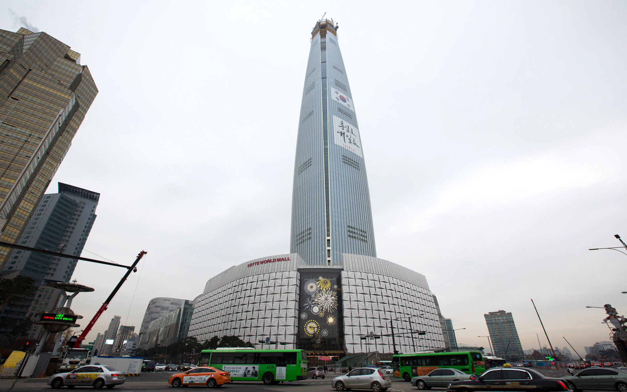 5. Lotte World Tower, Seoul (1,823 feet)
