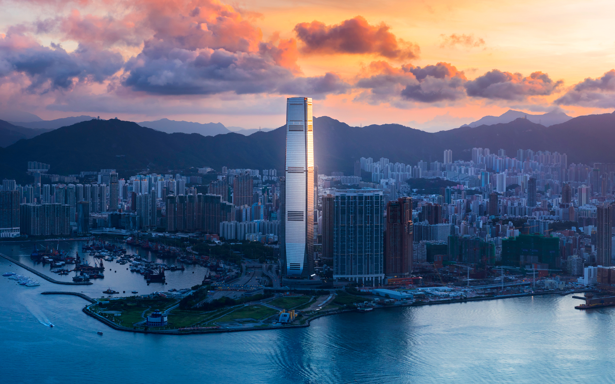 10. International Commerce Centre, Hong Kong (1,588 feet)