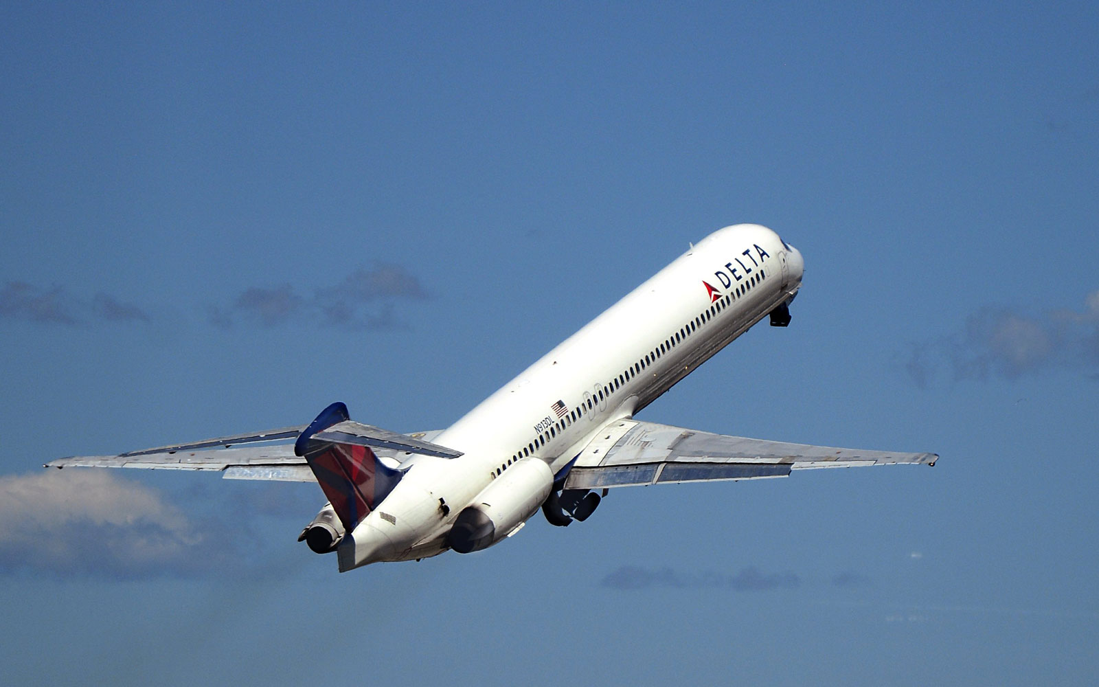 Delta partners with Airbnb.
