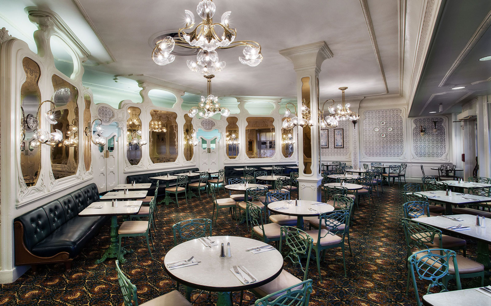 dining room at the Plaza Restaurant at Magic Kingdom, Disney World