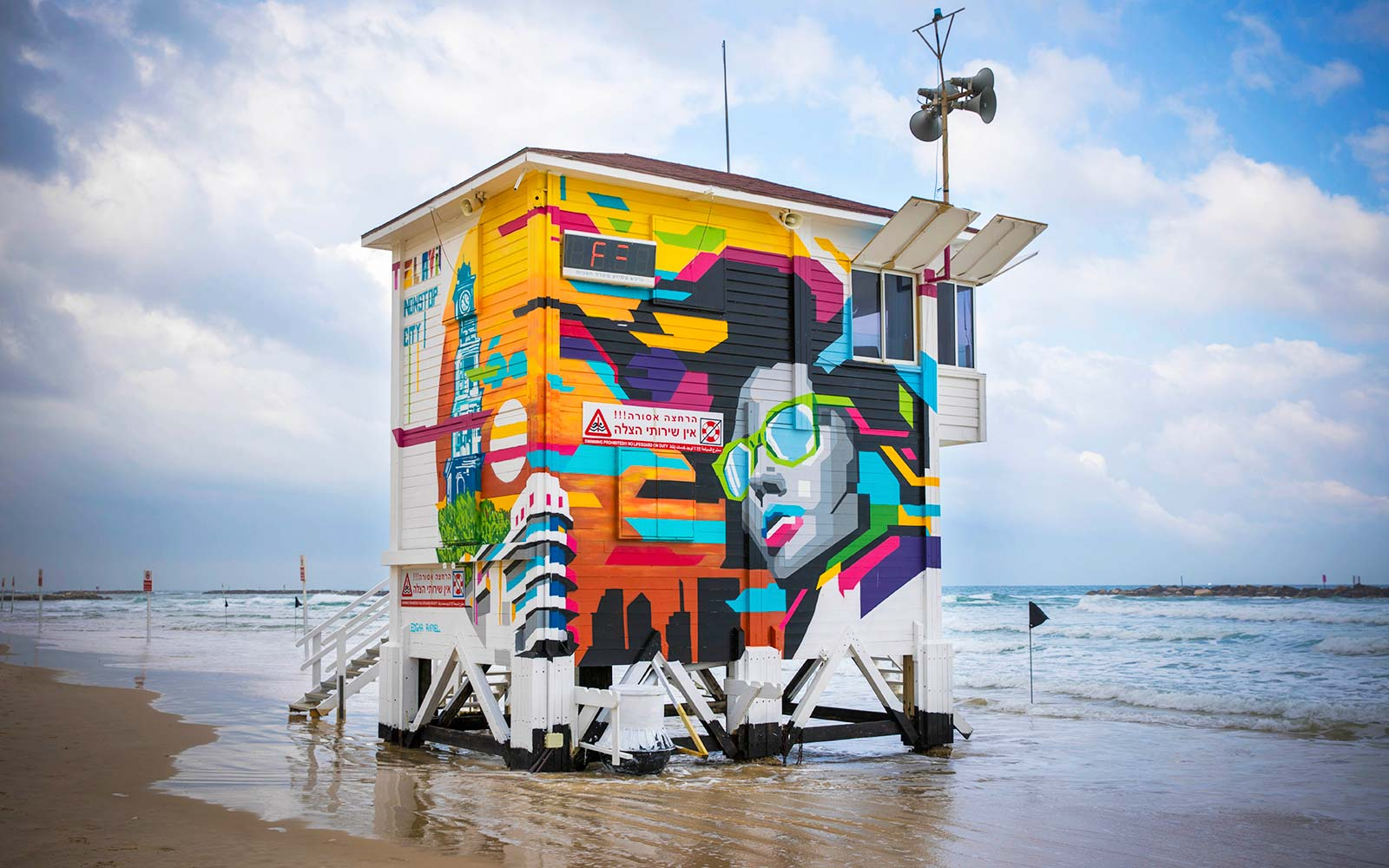 Tel Aviv lifeguard tower becomes luxury rental