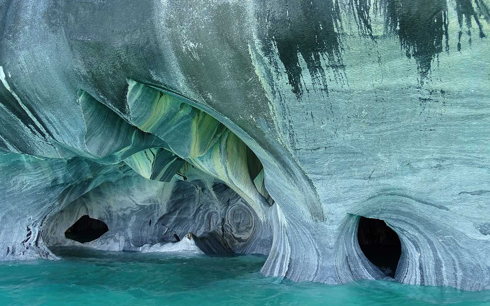 Curved Walls in the Marble Caves
