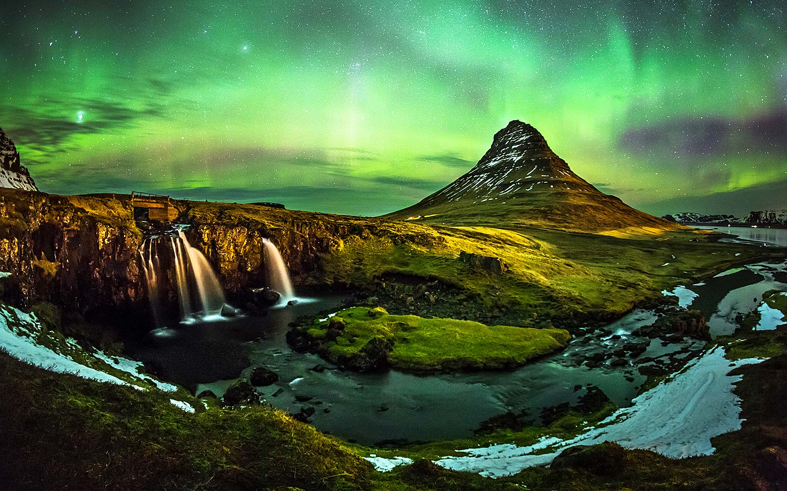 Best Instas to follow to plan your Iceland trip