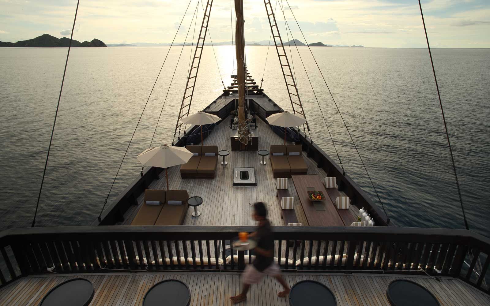 Dine Under the Stars Aboard a Ship in Asia