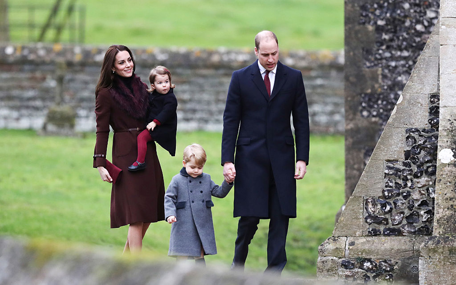 BUCKLEBURY, BERKSHIRE - DECEMBER 25:  Catherine, Duchess of Cambridge and Prince William, Duke of Cambridge, Prince George of Cambridge and Princess Charlotte of Cambridge arrive to attend the service at St Mark's Church on Christmas Day on December 25, 2