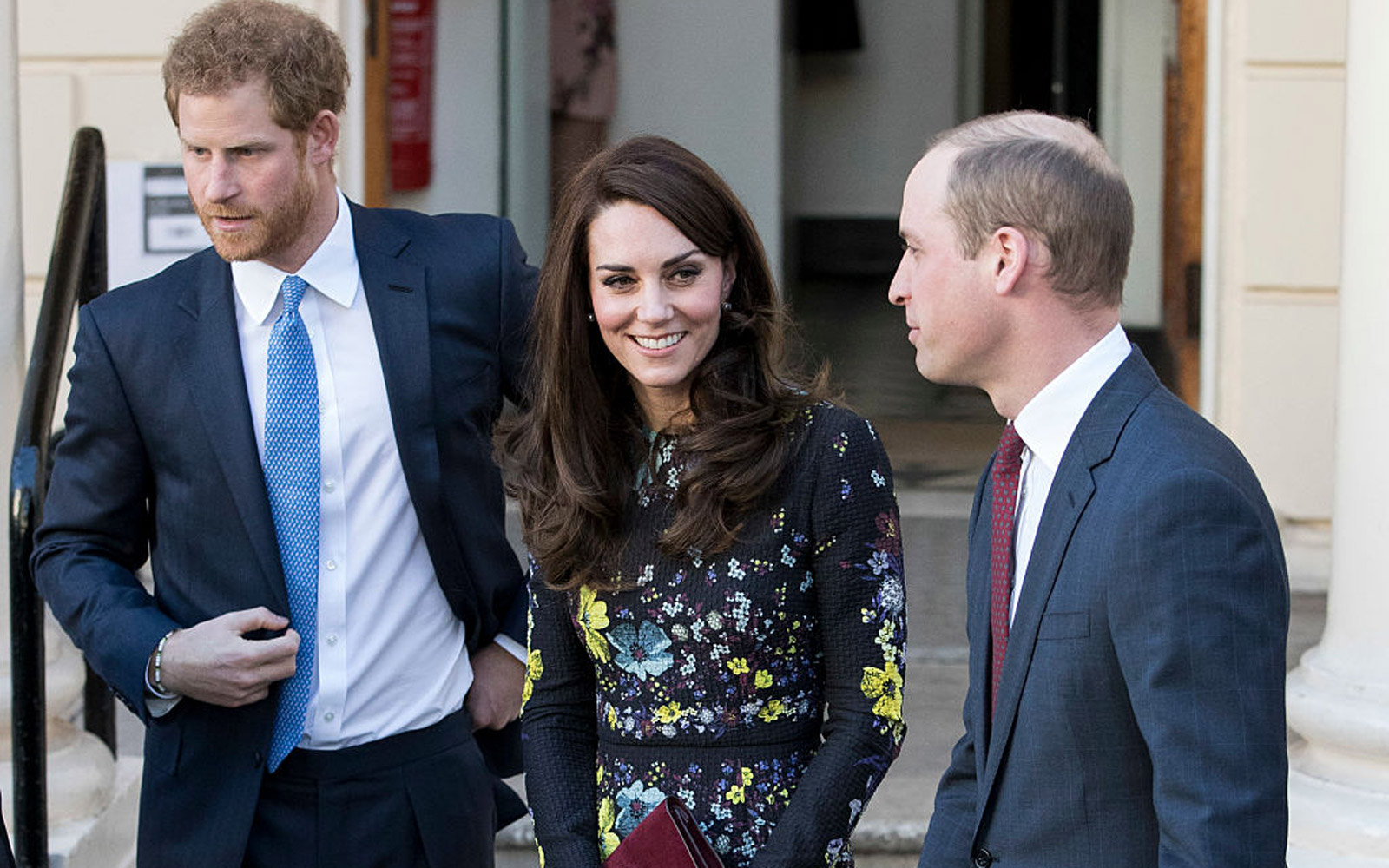 LONDON, ENGLAND - JANUARY 17:  Prince William, Duke of Cambridge and Catherine, Duchess Of Cambridge and Prince Harry seen leaving after a briefing to announce plans for Heads Together ahead of the 2017 Virgin Money London Marathon at ICA on January 17, 2