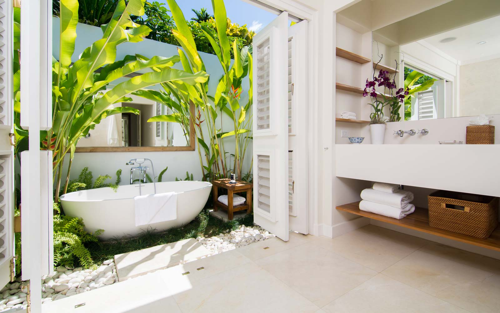 A luxurious bathroom at Round Hill