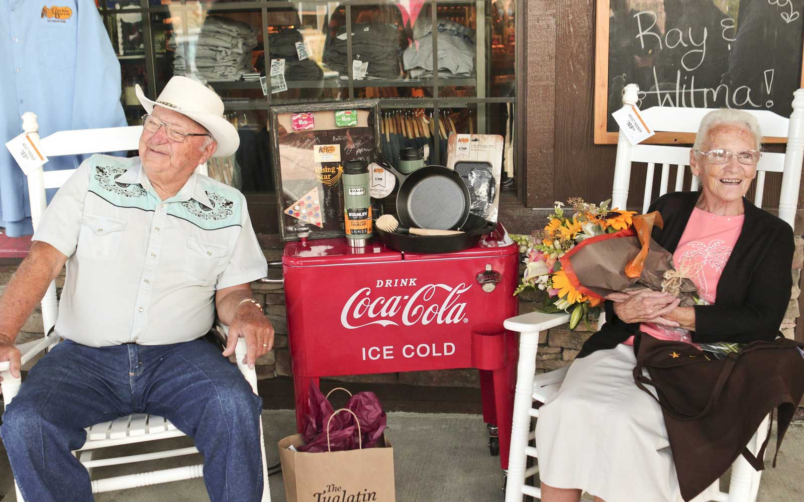 Couple Falls in Love at Cracker Barrel