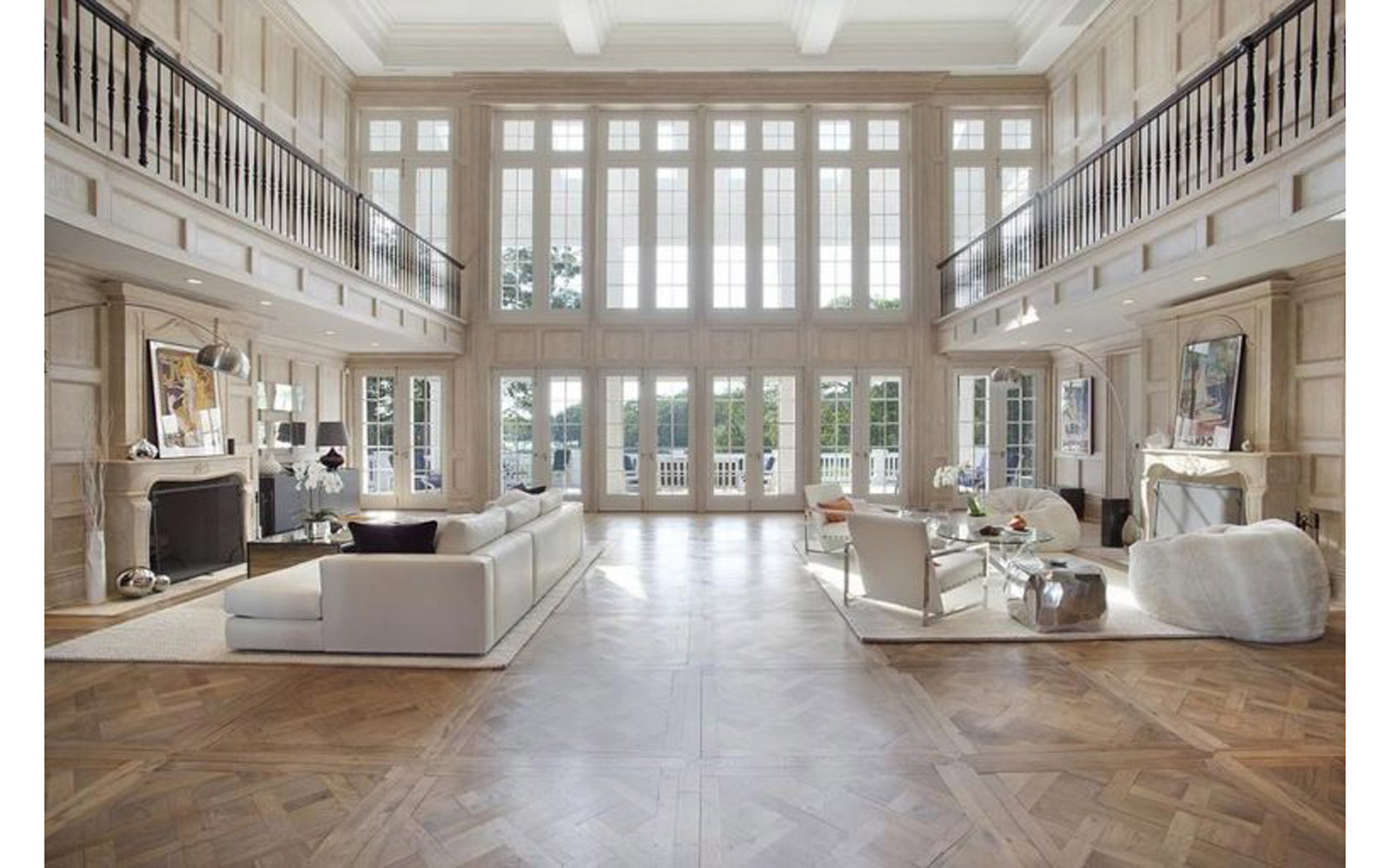 Main room in Beyoncé and JAY-Z's Hampton house