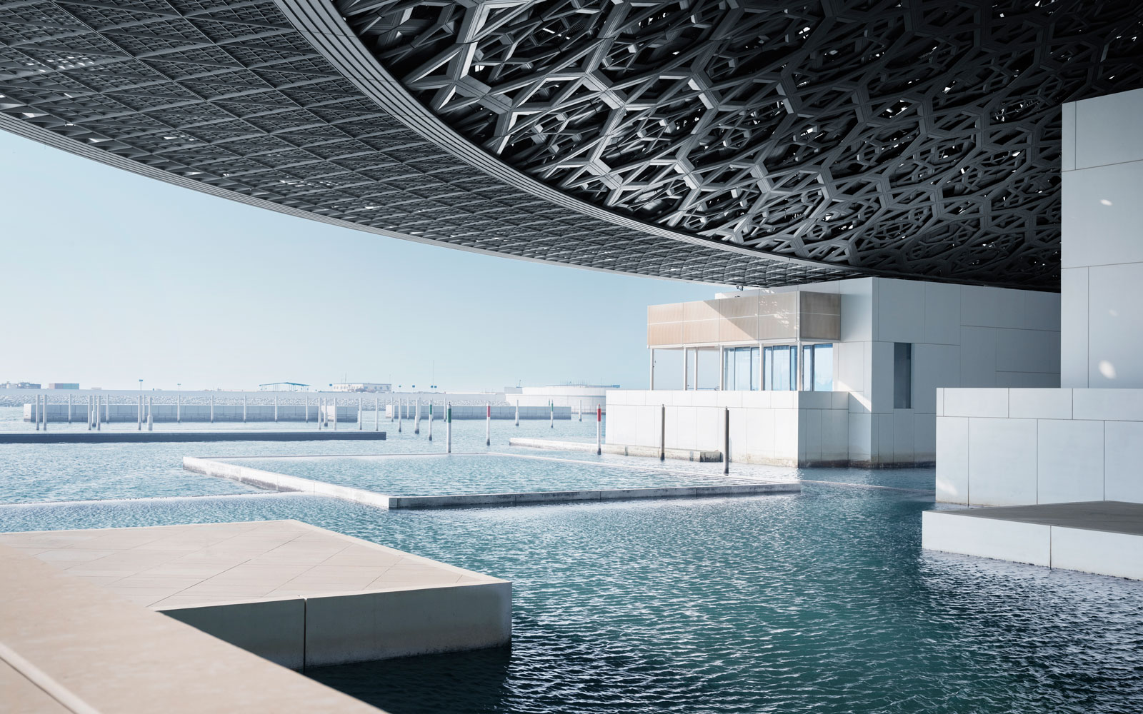 louvre abu dhabi side view