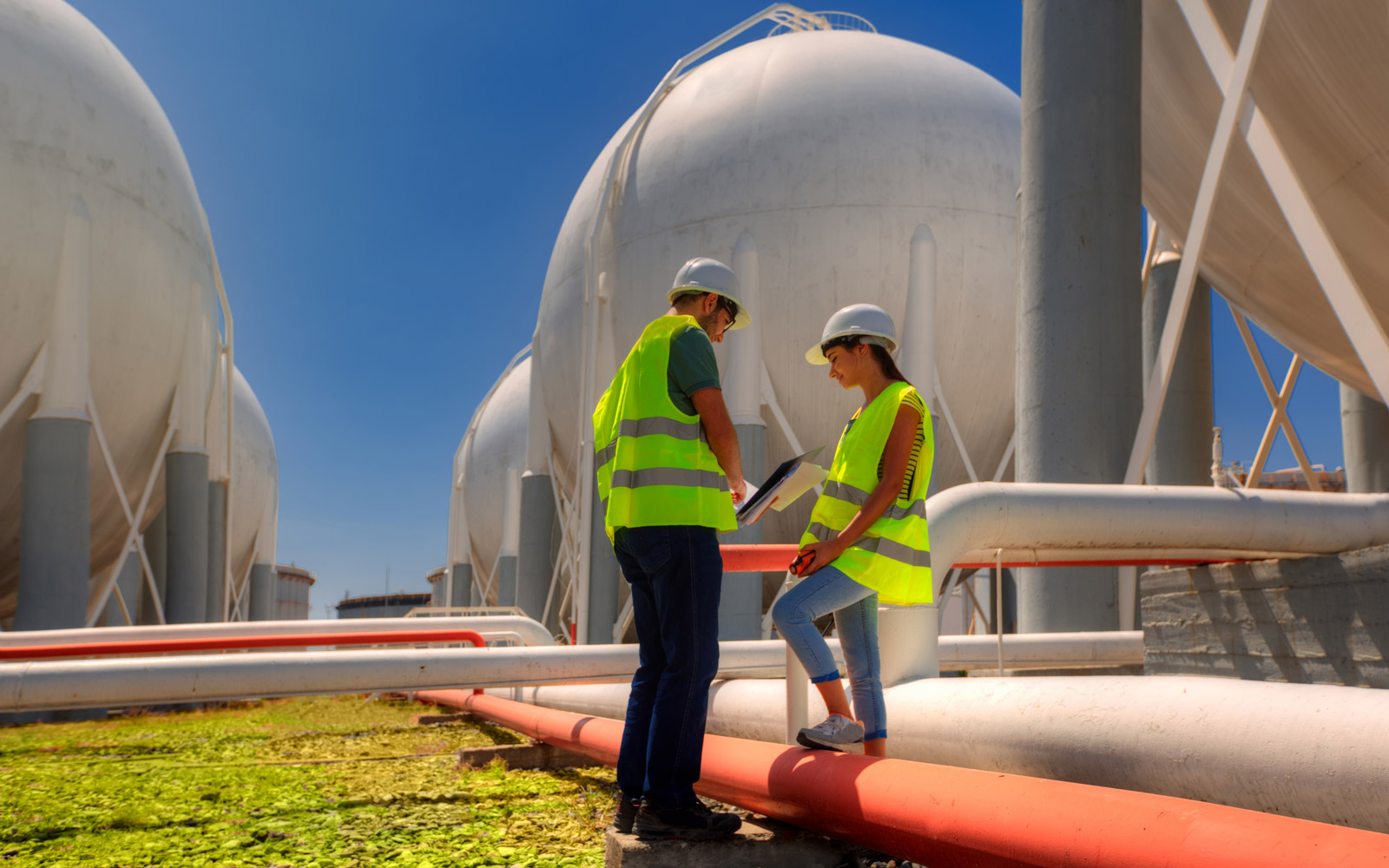 Refining zone and technicians