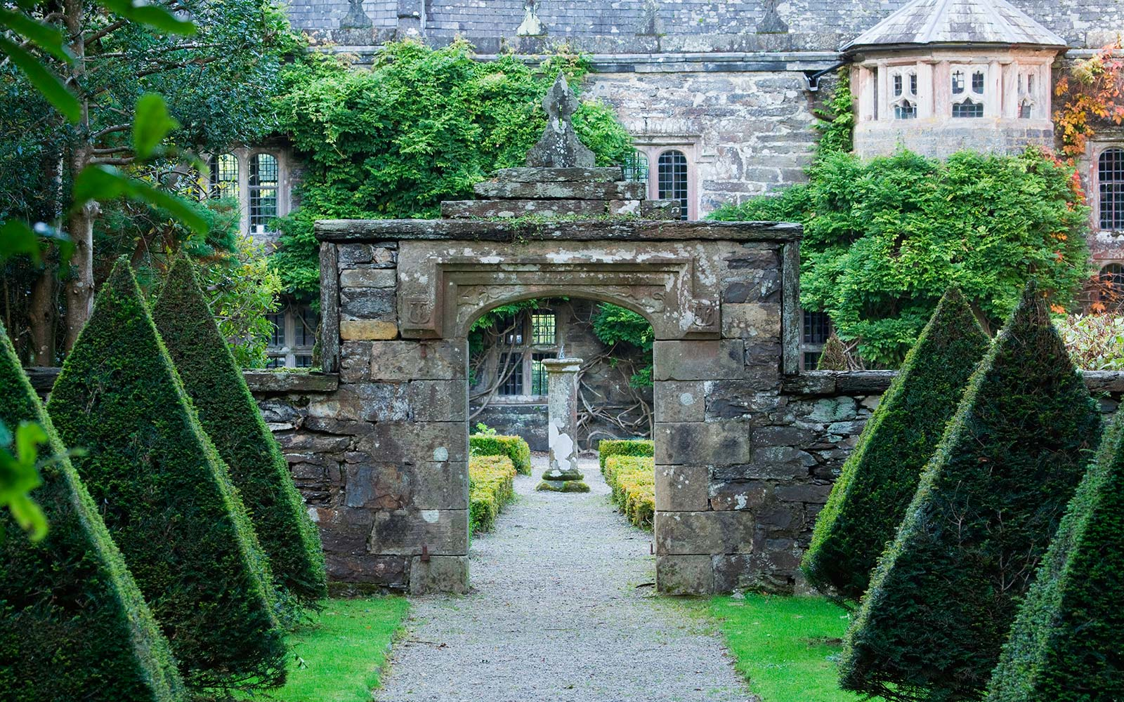 gwydir castle wales haunted