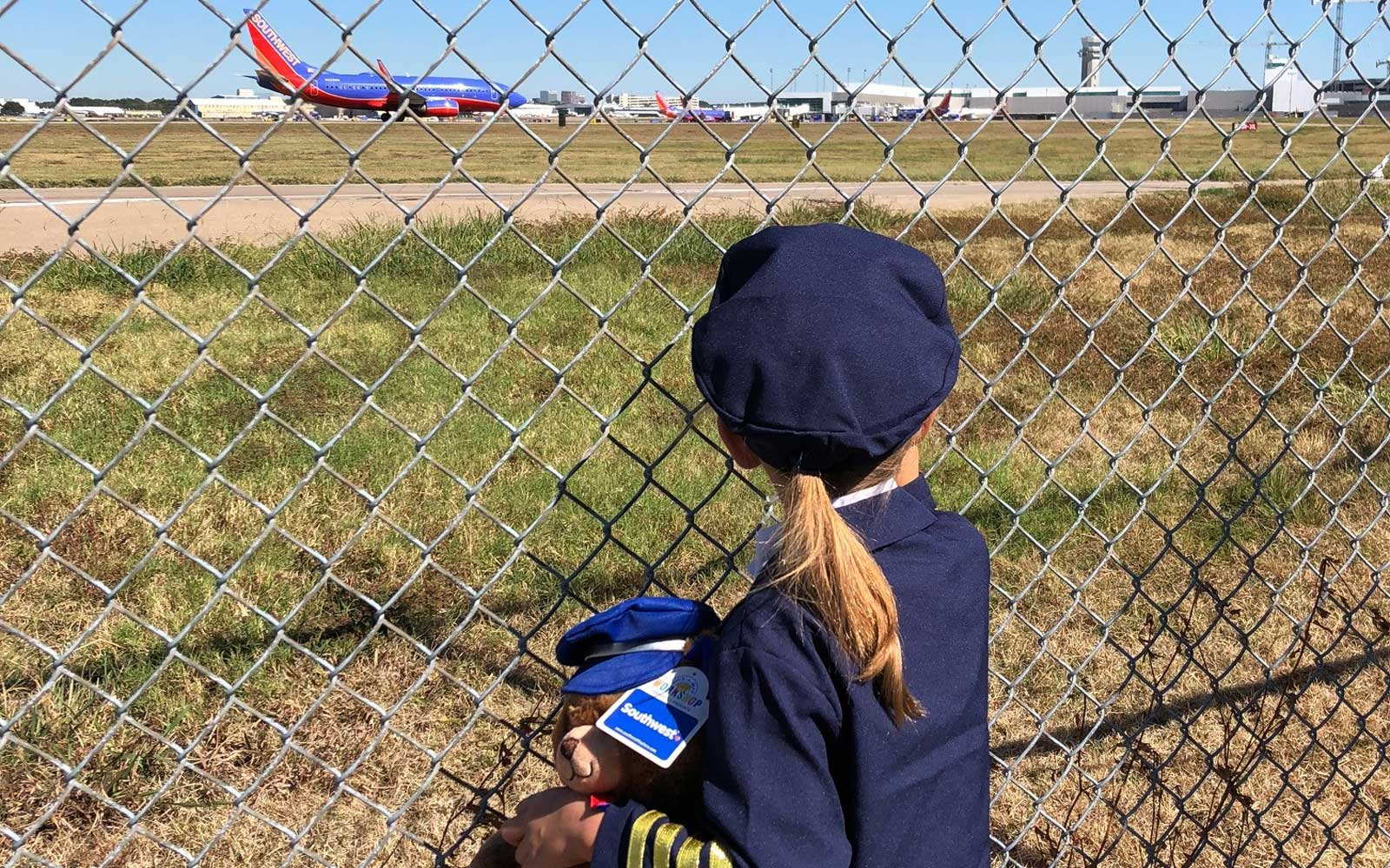 Southwest gives 6yr old girl flight lesson experience