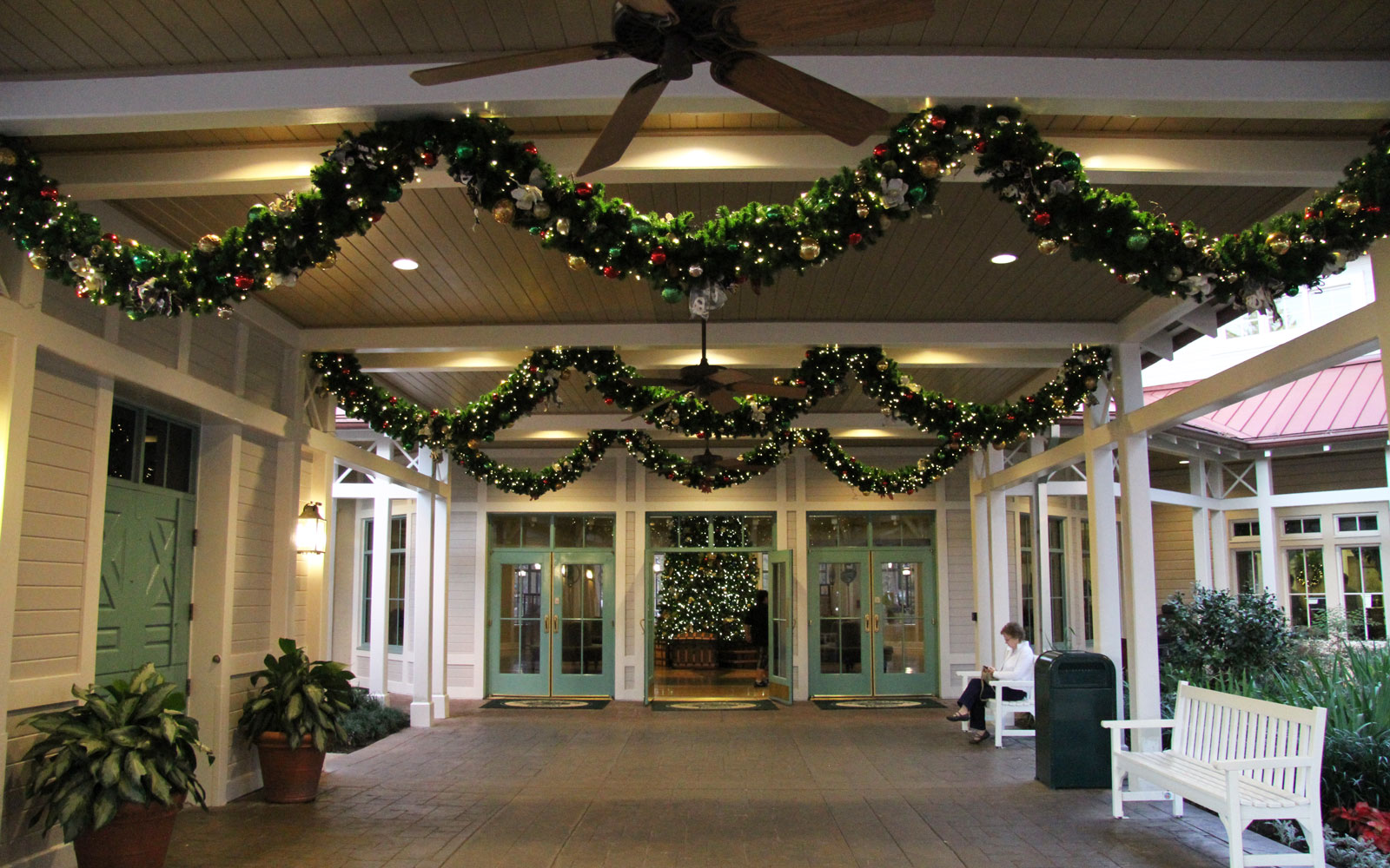 Port Orleans garlands