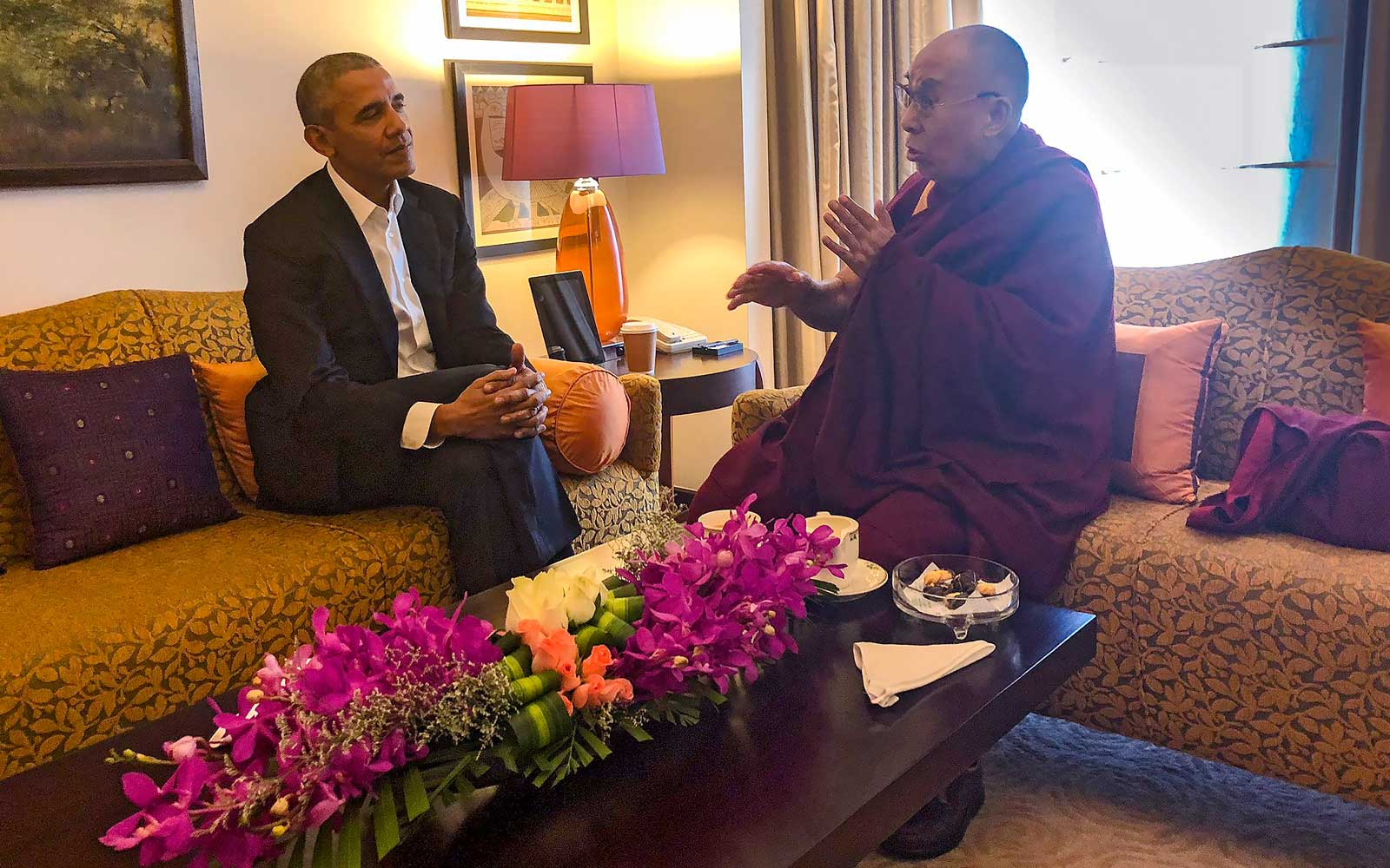 Barack Obama and Dalai Lama meet in hotel room in India