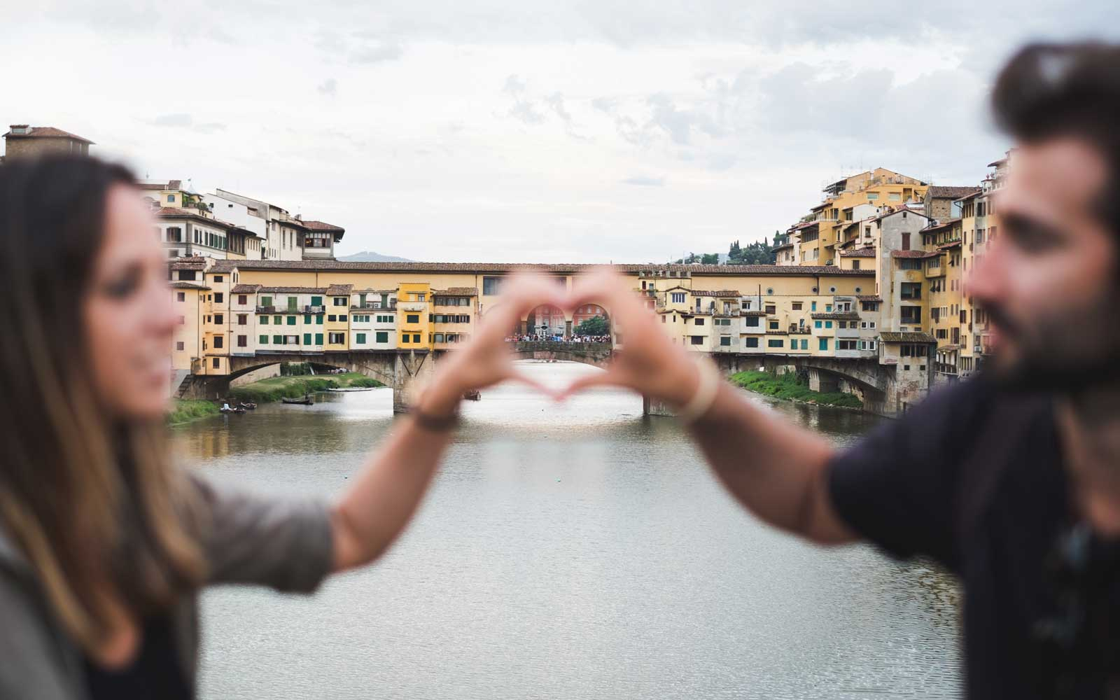 Couple in love while traveling