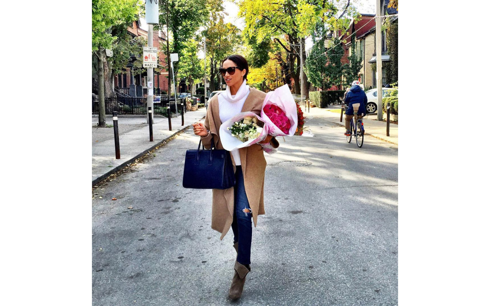 Meghan Markle carrying a bouquet of flowers