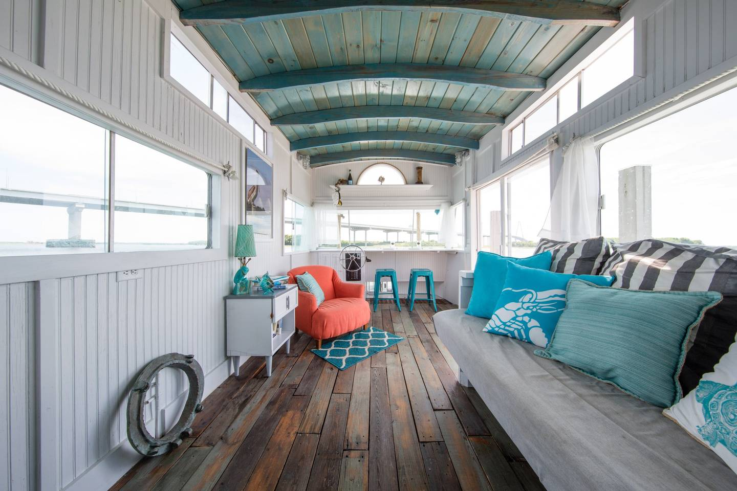 Rent a houseboat in Charleston.