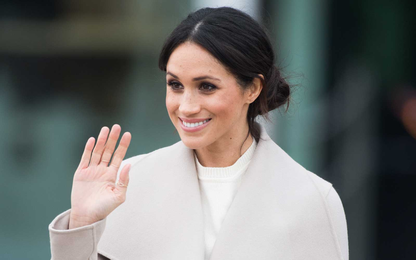 Meghan Markle waving in Ireland