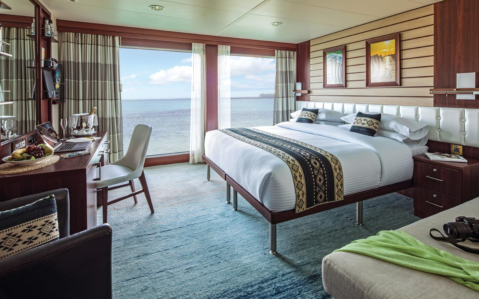 Lindblad Expeditions, Endeavour