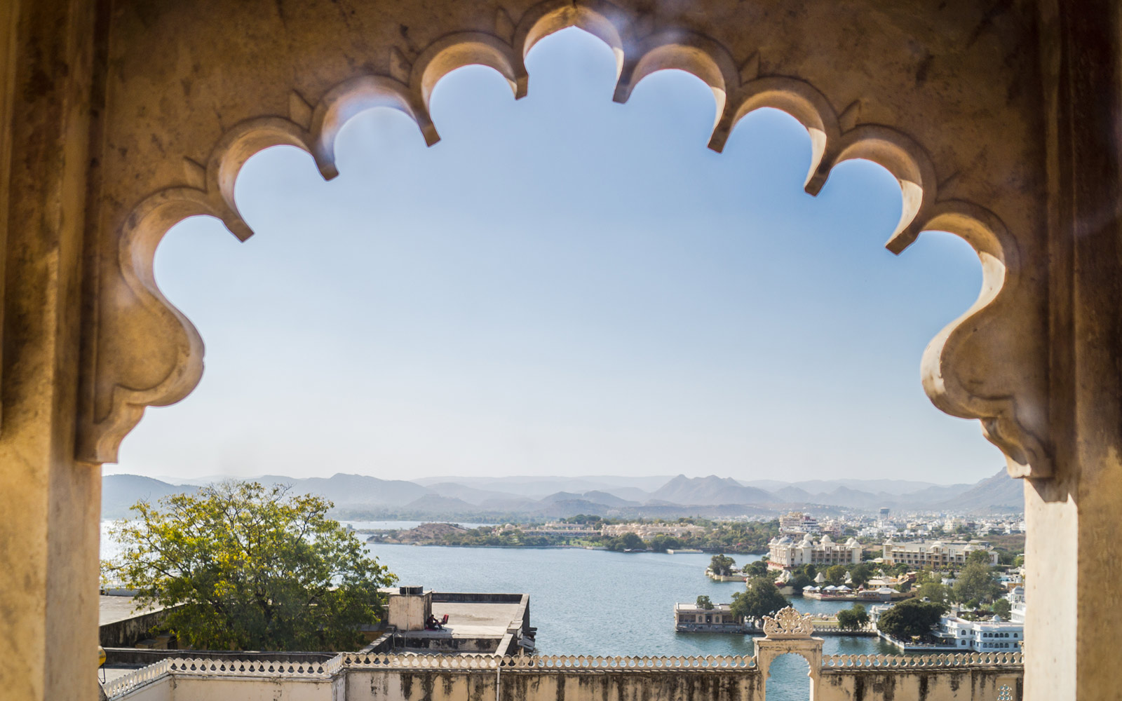 Palace and Lake Pichola, Udaipur, Rajasthan, India