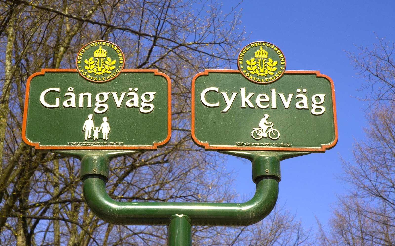 Sweden. Stockholm. Djurgarden. Sign showing one traffic lane for walkers, the other for cyclists.